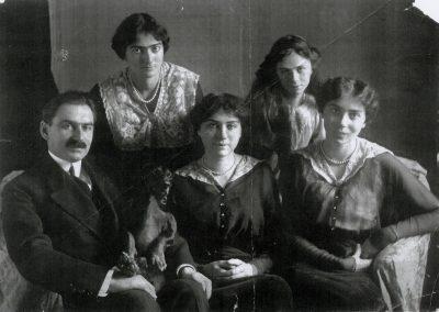 Barbu Stirbey cu fiicele lui: Maria, Elise, Ecaterina si Nadejde